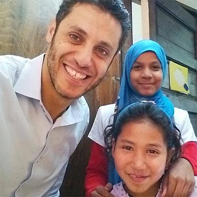 Moody with 2 girls from Heya masr